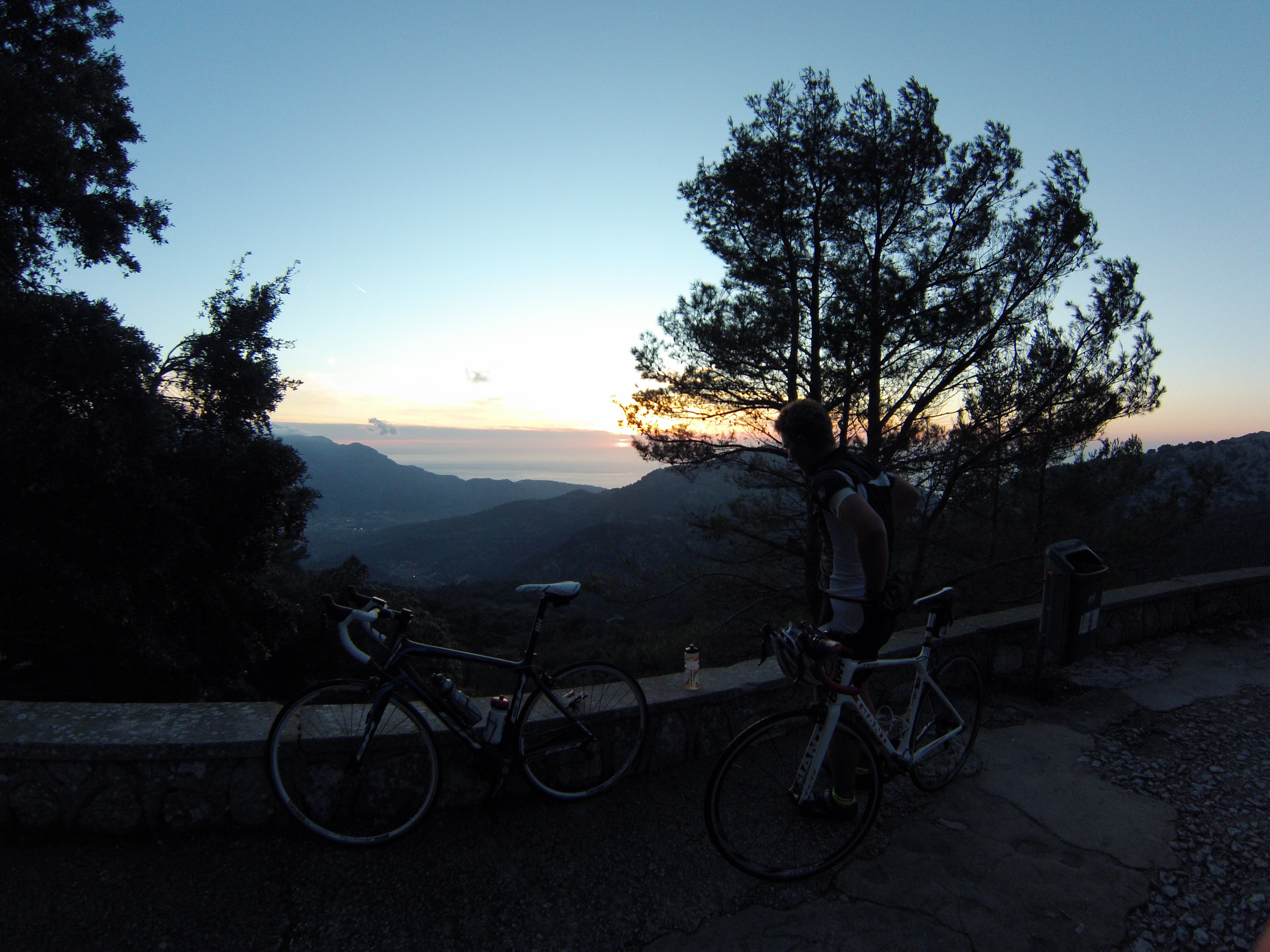 Last training ride before the event in Spain. 15 km of climbing. Got to the top just in time to see the sunset before riding back down in near darkness and sub zero temperatures.